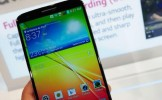 Primul smartphone cu butoane în spate, la operatorii din România