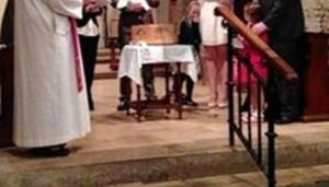 situatie-inexplicabila-la-un-botez-au-impietrit-de-frica-cand-au-vazut-pozele-din-timpul-ceremoniei-
