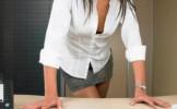 Cum trebuie sa te imbraci la serviciu ca sa-ti innebunesti seful