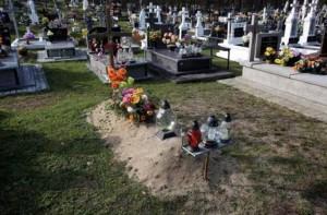 scena-socanta-in-cimitir-ce-au-patit-doi-parinti-din-polonia-cand-au-mers-sa-depuna-flori-la-mormantul-fiului-lor