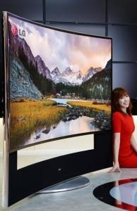 faceti-loc-pentru-cel-mai-mare-televizor-cu-ecran-curbat-266cm