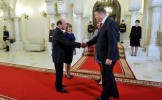 Punct şi de la capăt. Băsescu a încheiat 10 ani la Cotroceni, Iohannis vrea să uimească lumea cu Rom...