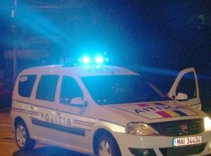 Un taximetrist şi o pasagară au fost răniţi uşor  în primele ore ale Noului An, şoferul a părăsit locul accidentului