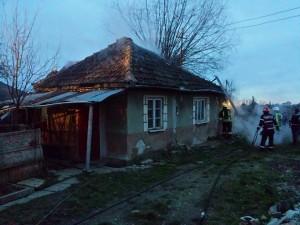 Incendiu provocat de o țigară, la o casă din Vetiș2