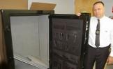 A comandat un seif de pe internet în valoare de 1.700 de dolari. A ÎMPIETRIT când a văzut ce se afla...