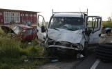 Accident în Vrancea: Un microbuz cu opt persoane s-a răsturnat după ce a fost acroşat de o maşină de...