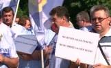 Ceferiştii pichetează Ministerul Transporturilor. Oamenii protestează faţă de privatizarea CFR Marfă