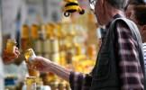 Românii insistă să cumpere miere toxică, judecând prost calităţile ei, se plâng producătorii