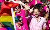 Zeci de hoţi români s-au strecurat într-o paradă gay din Olanda pentru a fura din buzunare
