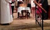 Situaţie INEXPLICABILĂ la un botez. Au ÎMPIETRIT DE FRICĂ când au văzut pozele din timpul ceremoniei