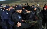 Peste 200 de persoane au protestat în faţa Primăriei din Pungeşti